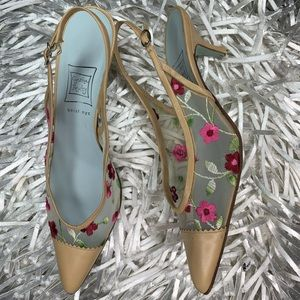 Cynthia rowley embroidered pumps